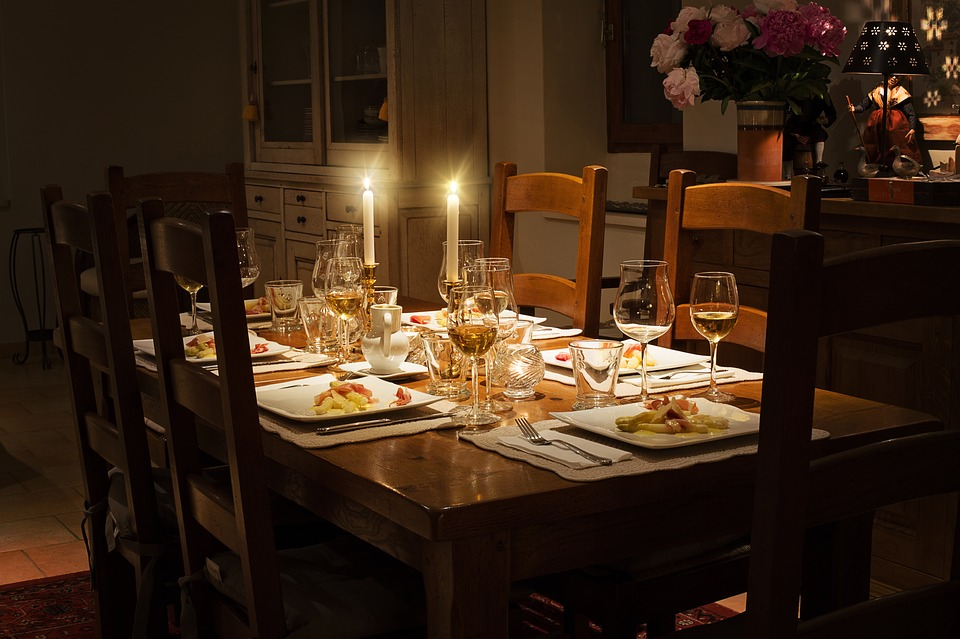 How to Plan a Dinner Party